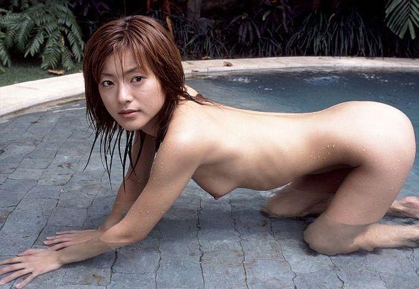 schlanke-chinesin-auf-nacktfoto